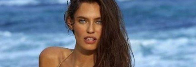 Bianca Balti posa in bikini e manda in delirio i fan
