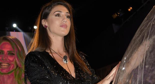 """Cecilia Rodriguez di notte con urgenza in confessionale: """"Ha telefonato a Francesco Monte"""""""