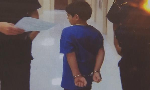 Bambino di 7 anni portato via da scuola in manette dalla polizia: ecco cosa ha fatto