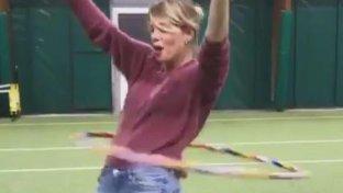 Alessia Marcuzzi, con l'hula hoop... ce la può fare!