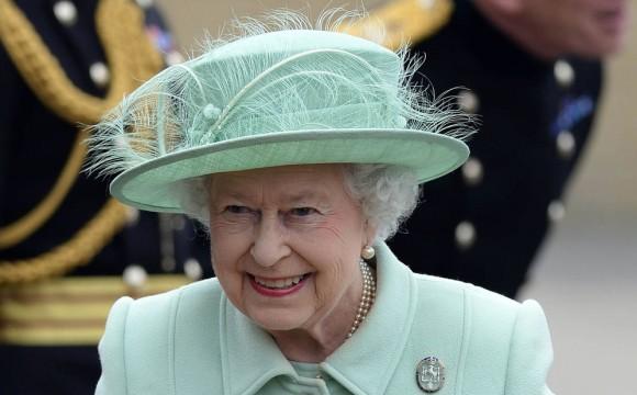 Regina Elisabetta spegne 92 candeline. Ma la sovrana ha due compleanni: ecco perché