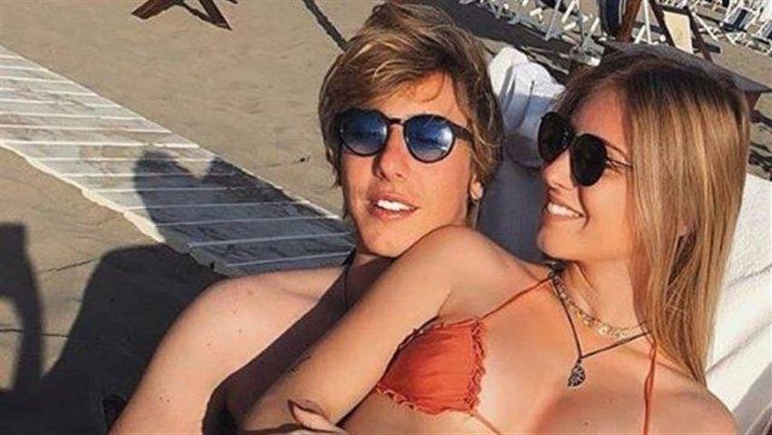Bionda, occhi azzurri e un fisico mozzafiato: è lei la nuova fidanzata del figlio di Mike Bongiorno