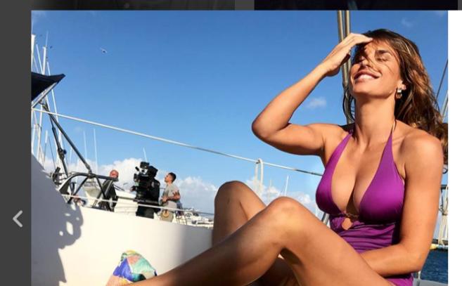 Elisabetta Canalis incinta? Le foto col pancino sospetto in Sardegna