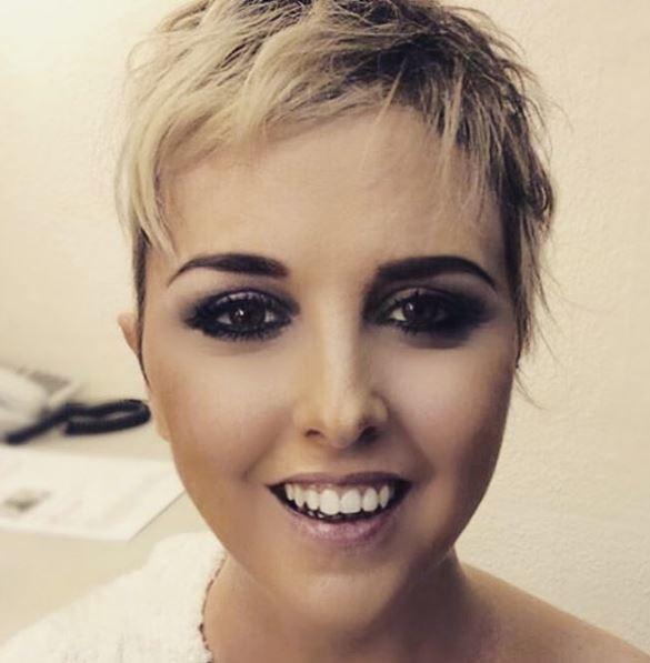 Nadia Toffa si mostra senza parrucca: «Ho un lato pelato che non vuole riscrescere»