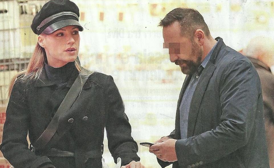 Michelle Hunziker, spesa al supermercato bio scortata dal bodyguard