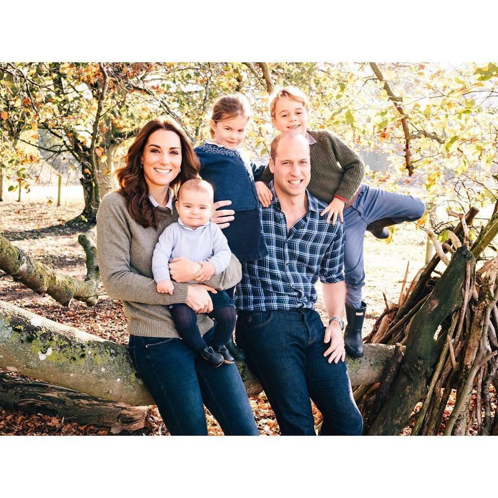 Kate Middleton e William, foto di famiglia per Natale: tutti pazzi per George