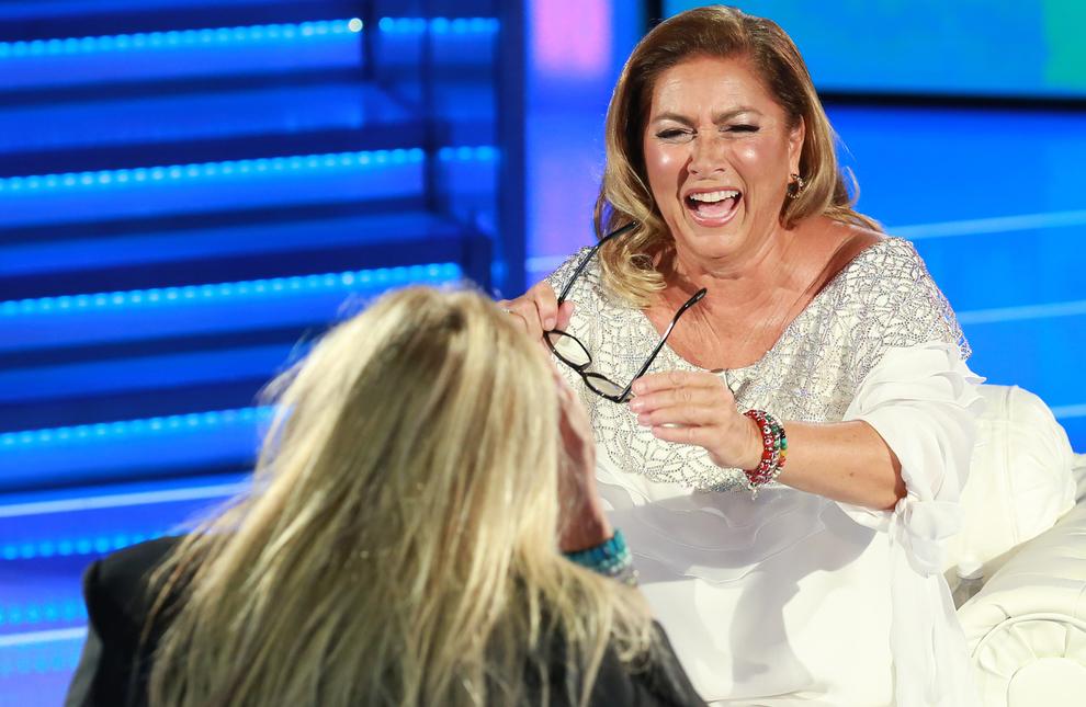 Romina Power a Domenica In, la battuta della figlia fa ridere lo studio: «Si è messa con il fratello di Mark Caltagirone»