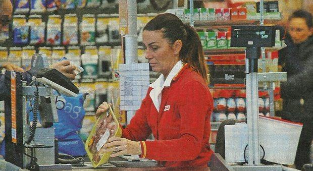 Cristina Plevani dalla vittoria del GF al supermercato: eccola mentre lavora come cassiera