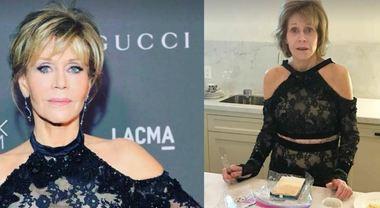 Jane Fonda senza trucco a 80 anni, il post su Instagram è divertentissimo