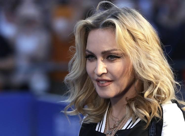 Madonna perde la causa: la lettera d'amore di Tupac, slip e altri effetti personali all'asta