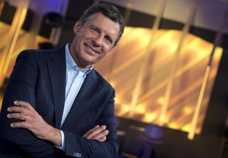 Frizzi, il sindaco di San Giovanni Rotondo dice no alla statua del presentatore tv: