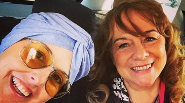 Nadia Toffa per la prima volta senza parrucca in un selfie con la mamma
