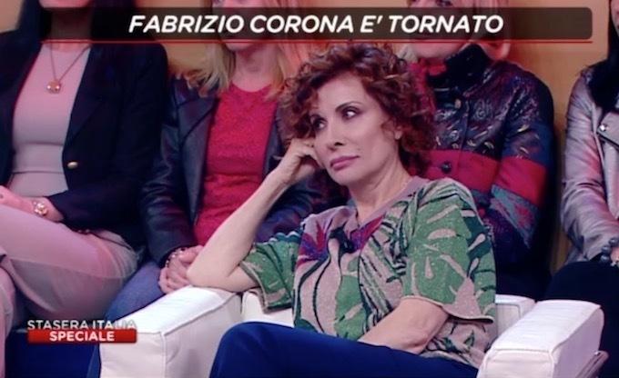Alda D'Eusanio e la lite con Fabrizio Corona: «Andrebbe tolta la libertà di parola. Lancia mutande dalla finestra...»