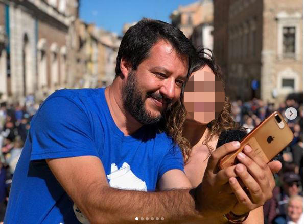 Salvini fa selfie con tutte, ma della Verdini non c'è più traccia