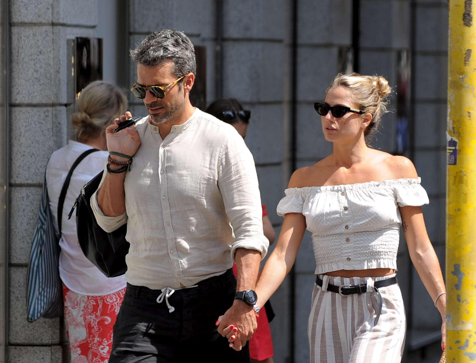 Luca Argentero e Cristina Marino mano nella mano a Milano