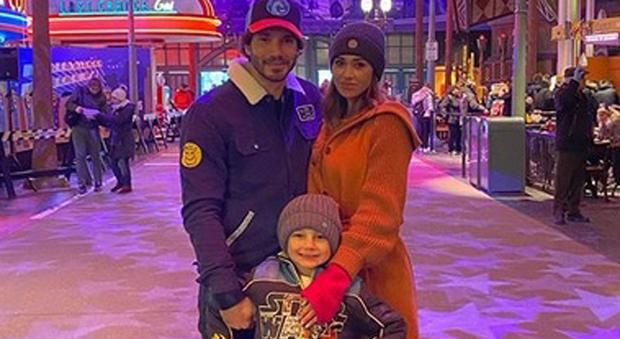 Belen Rodriguez e Stefano De Martino a Disneyland Paris con Santiago: «Trasferirci qui?… Ci penseremo»