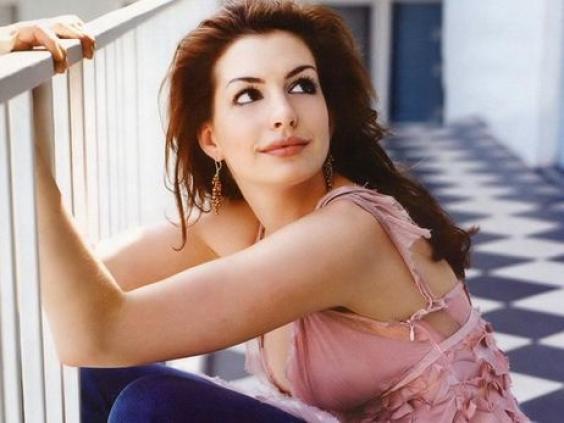 """Anne Hathaway: """"Ho sbagliato, non dovevo pubblicare quella foto"""""""