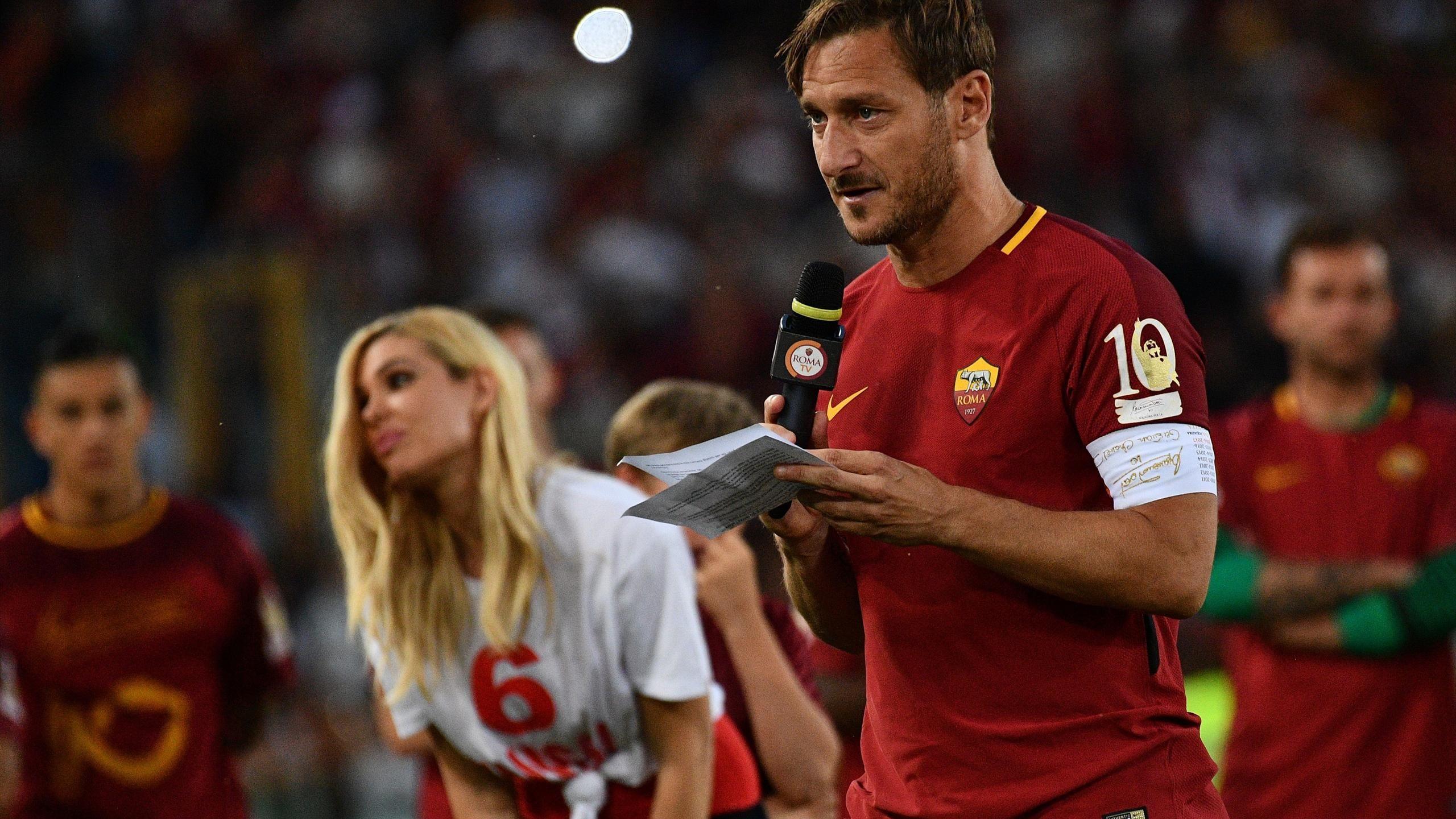 """Totti, giallo senza fine. Con gli amici: """"L'anno prossimo continuo"""""""
