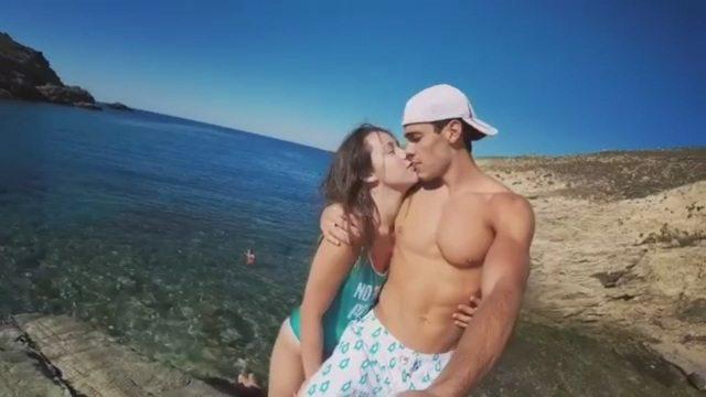 """Aurora Ramazzotti, vacanze """"social"""" in Grecia con il suo Goffredo"""