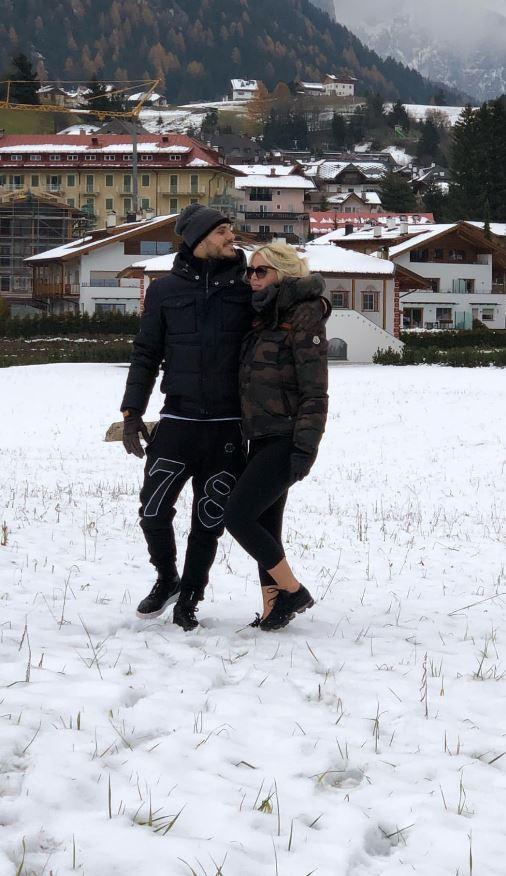 Wanda Nara ha voglia di neve, Mauro Icardi prende l'elicottero per portarla sui monti