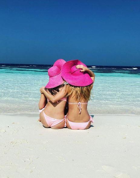 Michelle Hunziker e Aurora Ramazzotti, le belle in rosa