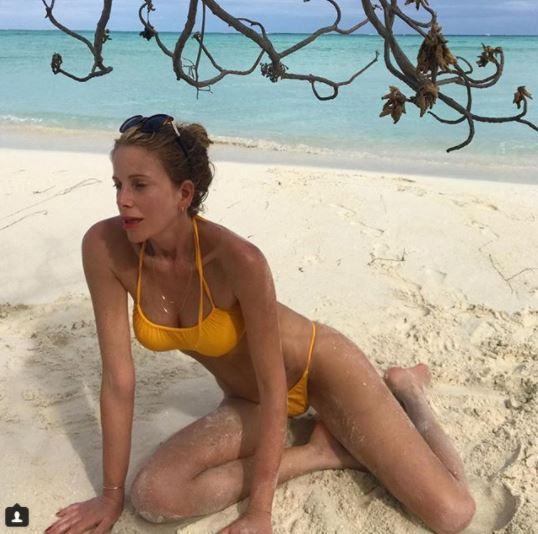 Alessia Marcuzzi, relax in costume sulla sua isola famosa