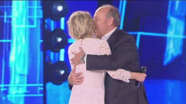 """Amici, Gerry Scotti sul palco: """"Vi amo tutti tranne Rudy Zerbi"""""""