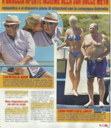 Gerry Scotti sirenetto con pancetta in barca con la compagna Gabriella Perino