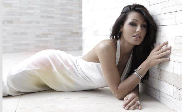 Anna Tatangelo furiosa per i flirt con altri uomini: malore per la cantante che annulla concerto