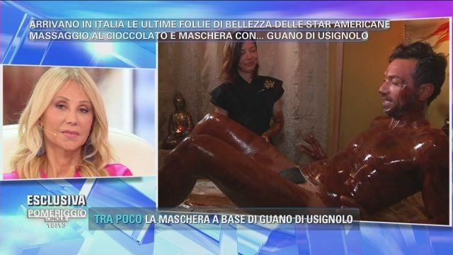 Costantino Vitagliano e il massaggio al cioccolato