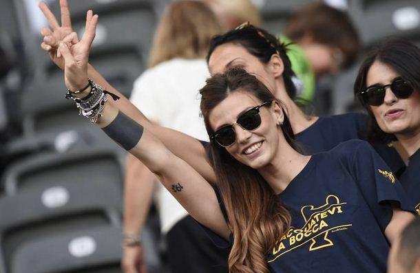 """Selfie sul wc, lady Bonucci fa il bis e rilancia: """"Se Leo vince la Champions, la faccio in diretta"""""""