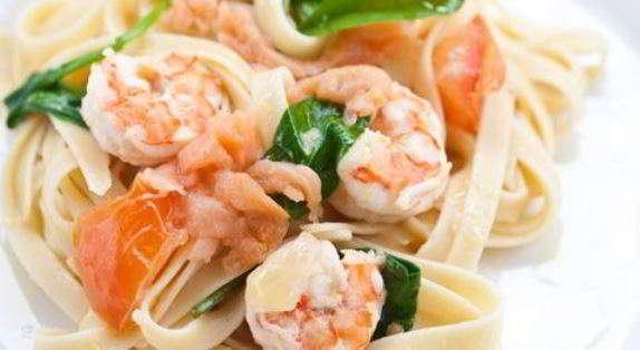 Pasta con scampi e salmone