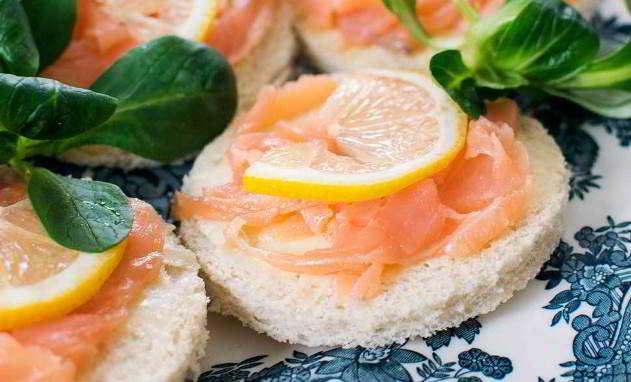 Tartine di salmone con mascarpone