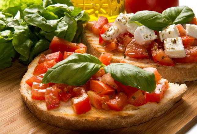 Crostini pomodoro e mozzarella
