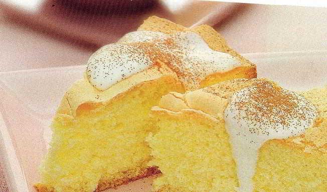 Torta soffice con salsa alla cannella