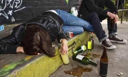 Alcol consumo giovani, percentuale ragazzi cresce