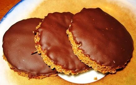 La ricetta dei biscotti Digestive al cioccolato