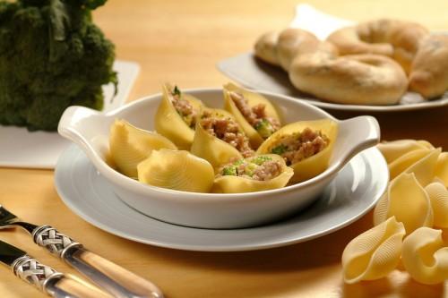 Conchiglioni ripieni  con salsiccia e broccoli al forno