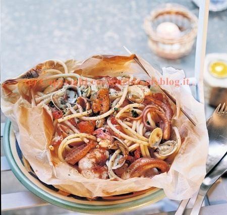 Spaghetti allo scoglio nel cartoccio