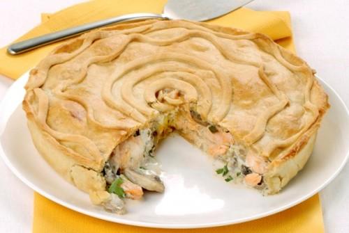 Torta salata con salmone e funghi