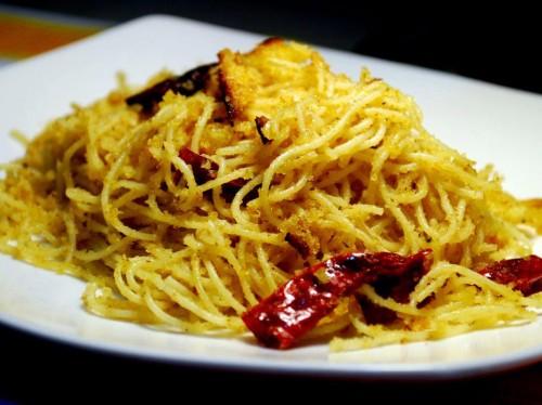 Spaghetti aglio olio peperoncino e pan grattato
