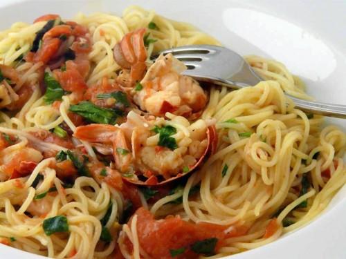 Spaghetti all'astice con pomodori