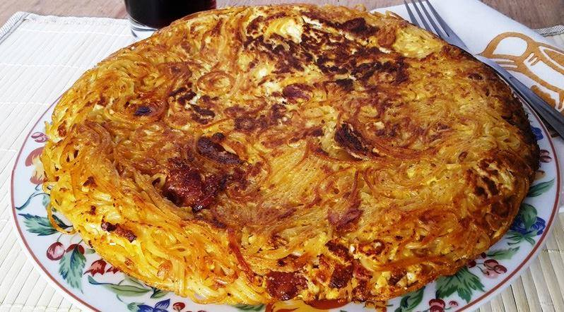 Frittata spaghetti ricotta e salsiccia