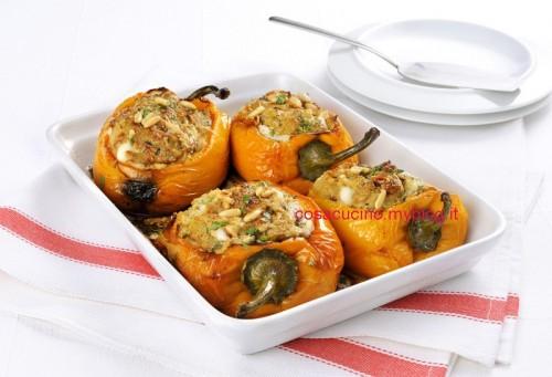Peperoni ripieni con mozzarella e pinoli