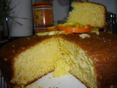 La semplice ricetta della torta all'arancia. Ricetta con foto passo per passo