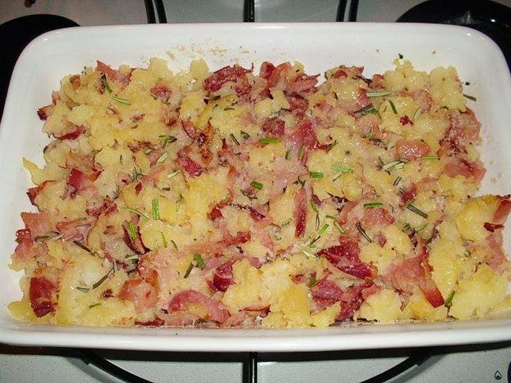 Sbriciolata di patate con spek e rosmarino: un gusto irresistibile che vi conquisterà!