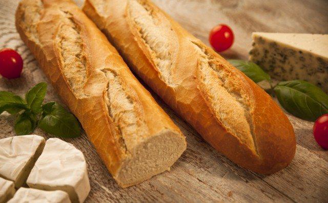 Baguette francese, la ricetta per preparala in casa. Con il tocco magico di un cucchiaino di miele