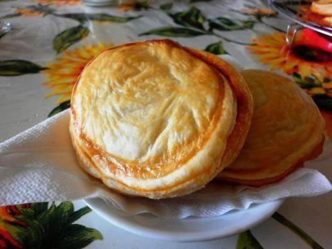 La mitica pizzetta sfoglia cagliaritana, inimitabile: come prepararla in casa