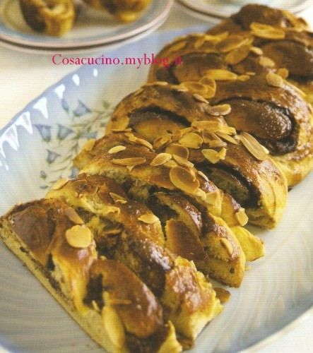 Treccia alla Nutella e mandorle  - preparazione passo passo