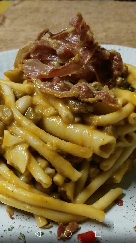 Pasta e fagioli con funghi misti e pancetta croccante